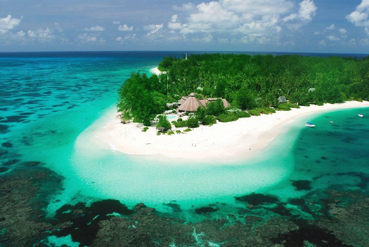 ... Desroches Island Resort 1 ...